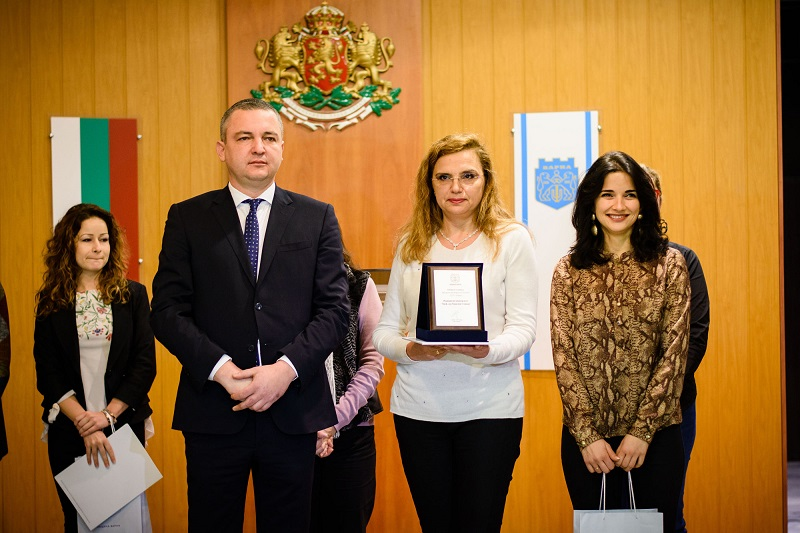 The Mayor of Varna Awarded the Winners from MU-Varna in the Competition for the Most Beautiful Christmas Decoration